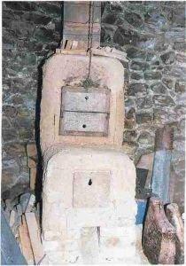 Un des fours à bois de Camille Virot. 210x300 - Construire un four