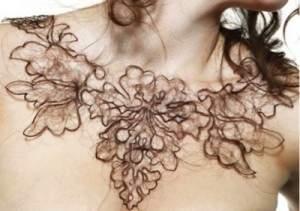 Collier fait de cheveux humains 300x211 - Collier fait de cheveux humains