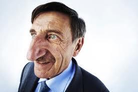 En effet il sappelle Mehmet Ozyurek et il a le plus grand nez du monde. - Le plus grand nez dans le monde