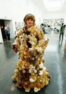 Manteau de fourrure avec des peluches 211x300 - Manteau avec des peluches