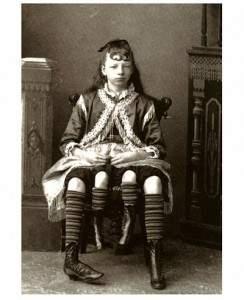 Femme à quatre pattes