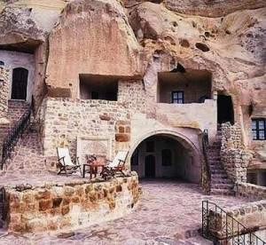 maisons cavernes 300x276 - Maisons cavernes
