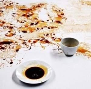 Des oeuvres d'art avec de tâches de café