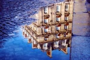 peinture sur sol 300x200 - Une magnifique immeuble sur le sol