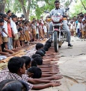 12357 283x300 - Comment les étudiants peuvent être punis en Inde!