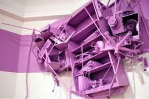bizarre 1 300x200 - Les installations monochromatiques