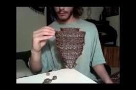 Il seperpose 3118 pièces de monnaie !