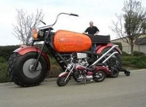 moto 300x219 - Géante Moto