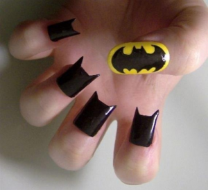 ongle 300x274 - Nail art Batman
