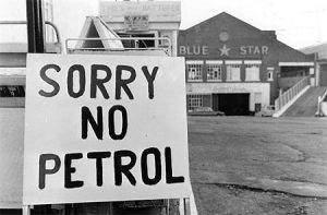 Les chocs pétroliers 300x197 - Un monde déstabilisé (1973-1985)