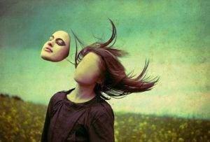 realite d un bal masque2995920 L1 300x203 - Trouble de l'identité et confusion des images personnelles: la personnalité borderline