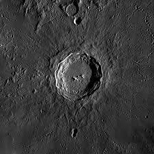 La Lune : Le vieux cratère et la vallée