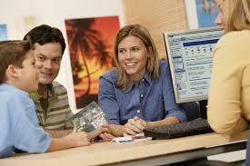 Accueil dans une agence de voyage - L'accueil dans un office de tourisme