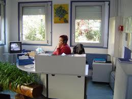 administration - Le temps passé au bureau d'accueil est-il justifié ?