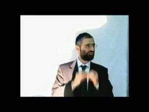 B1GHq 300x225 - prêtres et rabbins dans le judaïsme