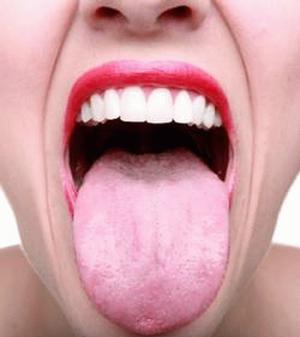 elle-sest-fait-allonger-la-langue-pour-apprendre-le-corc3a9en2