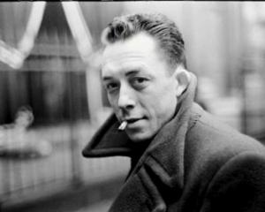 Albert Camus 300x240 - Le bonheur : Il faut imaginer Sisyphe heureux